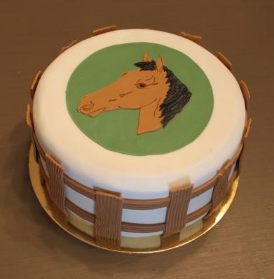 tarta fondant, pasta de azucar, tartas personalizadas, caballo, cumpleaños, infantil, sorpresa, niños
